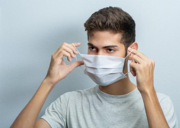 Вакцинированный человек способен передать инфекцию тем, кто не защищен
