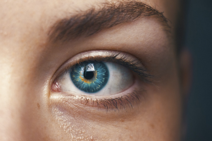 У всех испытуемых «глазные» симптомы возникали после основных (потеря обоняния, кашель и лихорадка) и продолжались меньше 2 недель