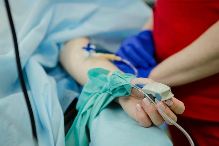 В первую очередь, говорит медик, онколзаболевания провоцируют канцерогены