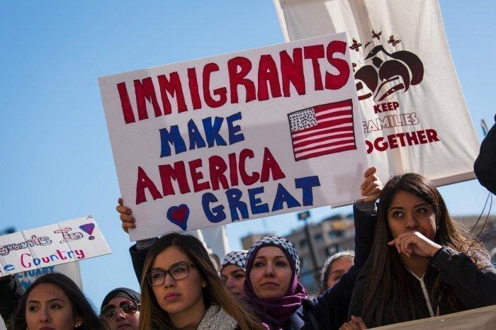 Джо Байден смягчит миграционную политику Трампа.