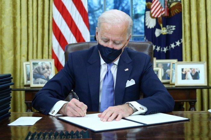 Избранный президент США отменил указ Трампа, ущемляющий мусульман.