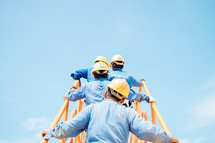 В Минстрой с запросом на ввоз мигрантов в Россию могут обратиться представители крупных строительных компаний или главы регионов