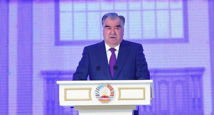 В Таджикистане больше нет коронавируса, заявил Рахмон.