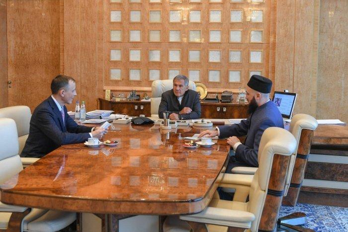 Встреча прошла в Доме правительства в Казани.