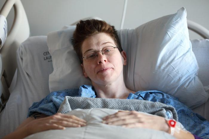 Вирус, говорит врач, поражает нервную ткань, сосуды, клетки мозга, развиваются нарушение кровоснабжения и микрокровоизлияния