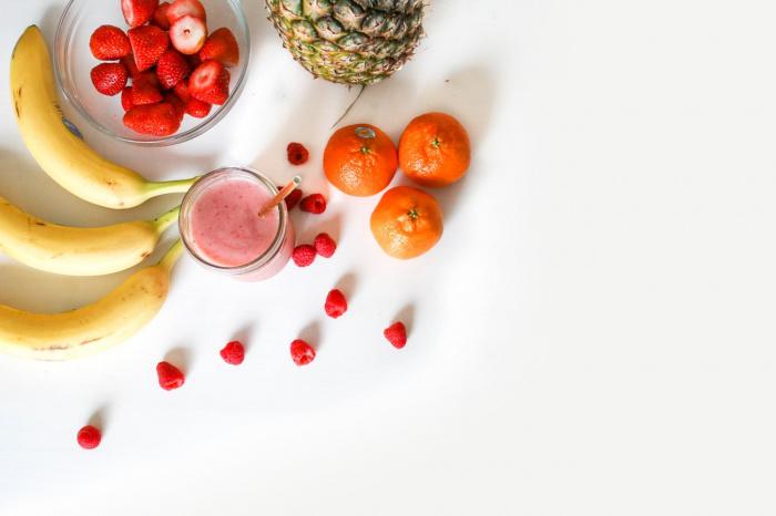 Нередко в составе йогуртов присутствуют красители и консерванты, а лактобактерии мертвы. Поэтому пользы подобный йогурт не несет