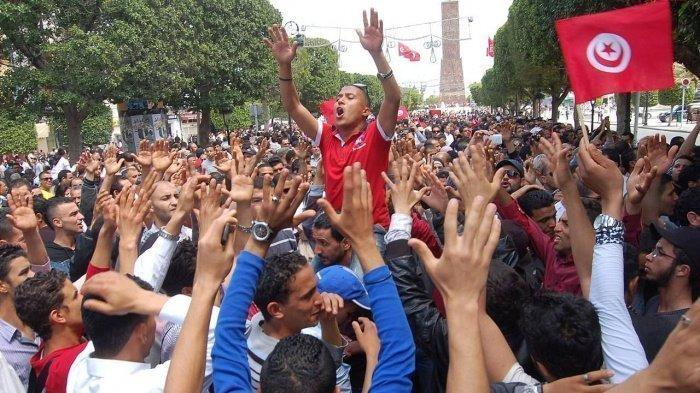 В Тунисе продолжаются протесты.