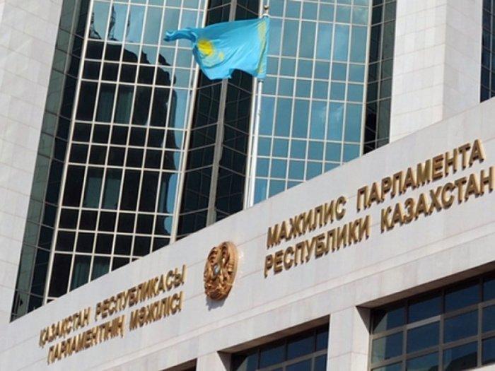 Пенсионный возраст в Казахстане предложили понизить.
