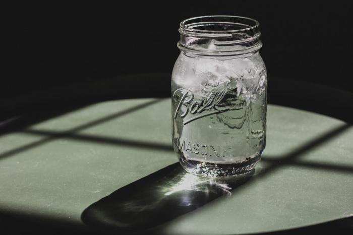Специалист пояснил, что нет никакой необходимости в том, чтобы ежедневно выпивать по 2 литра воды