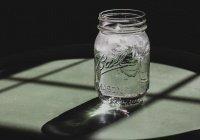 Диетолог развенчал три распространенных мифа об употреблении воды