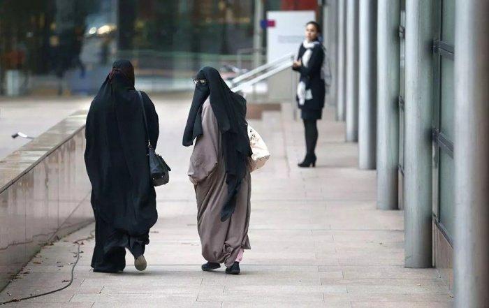 Религиозные лидеры Швейцарии выступили против запрета на никаб.