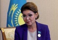 Дочь Назарбаева заявила, что планирует вакцинироваться «Спутником V»
