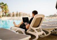 Жители России согласны работать на день меньше