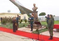 В Хмеймиме отрыли памятник погибшему в Сирии летчику Роману Филиппову