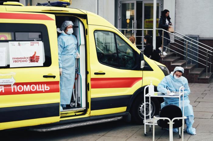 В случае преждевременного послабления базовых антиковидных ограничений, говорит эксперт, весной России угрожает большой всплеск заболеваемости коронавирусом