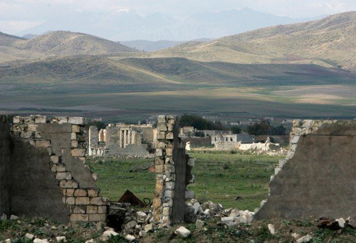 Азербайджан заявил о намерении восстановить все памятники Карабаха.