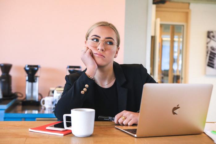 Количество работниц, лишившихся места, практически на четверть превысило количество подобных работников (Фото: unsplash.com)