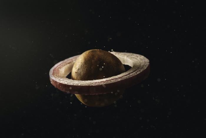 Согласно расчетам ученых, масса девятой планеты Солнечной системы должна быть почти в 5-10 раз больше массы Земли (Фото: unsplash.com)