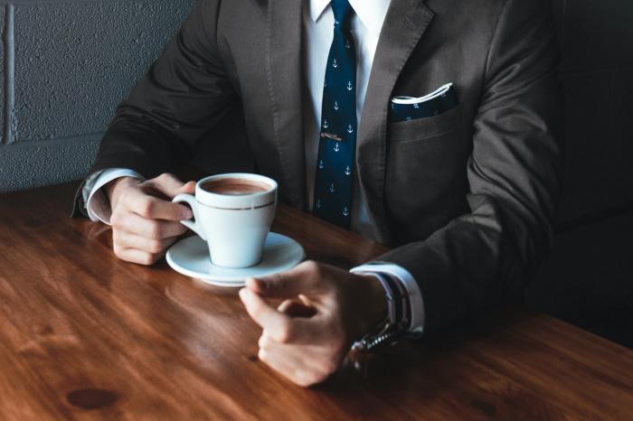Умеренное потребление кофеина, от одной до четырех чашек кофе в день, помогает сосредоточиться и улучшает умственную активность (Фото: unsplash.com)