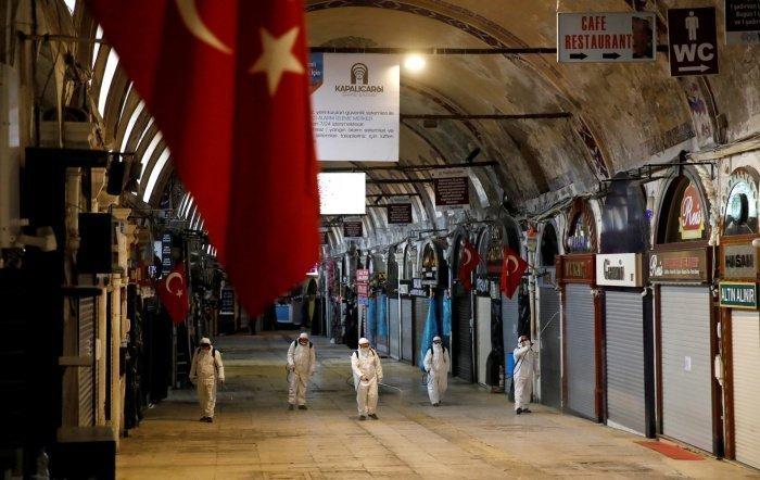 В Турции анонсировали смягчение коронавирусных ограничений.