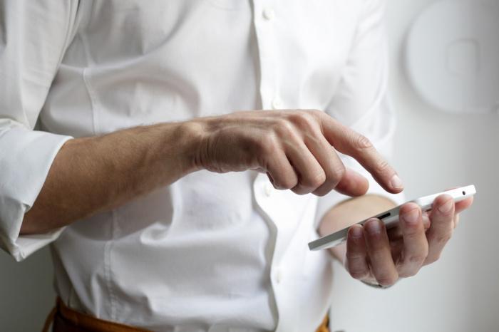 В операционных системах iOS и Аndroid предустановлены программы трекинга (Фото: unsplash.com)