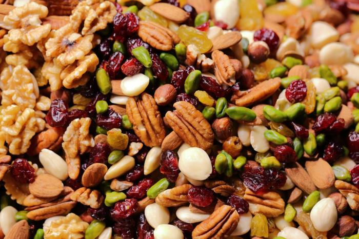 Орехи, особенно кедровые, являются источником цинка – одного из самых дефицитных и важных микроэлементов у многих людей (Фото: unsplash.com)