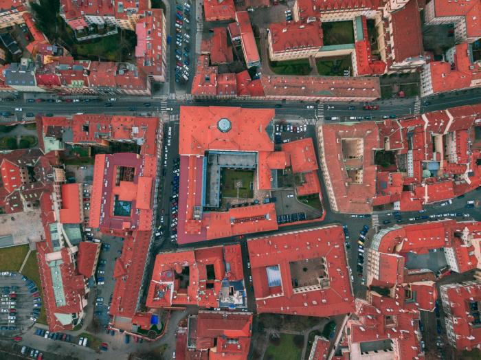 Первая строчка досталась Праге – в столице Чехии жилье высоко оценили 7% пользователей сервиса (Фото: unsplash.com)