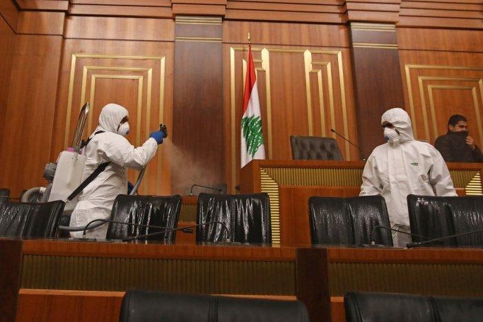 Парламентарии Ливана привились от ковида вне очереди и вызвали скандал.