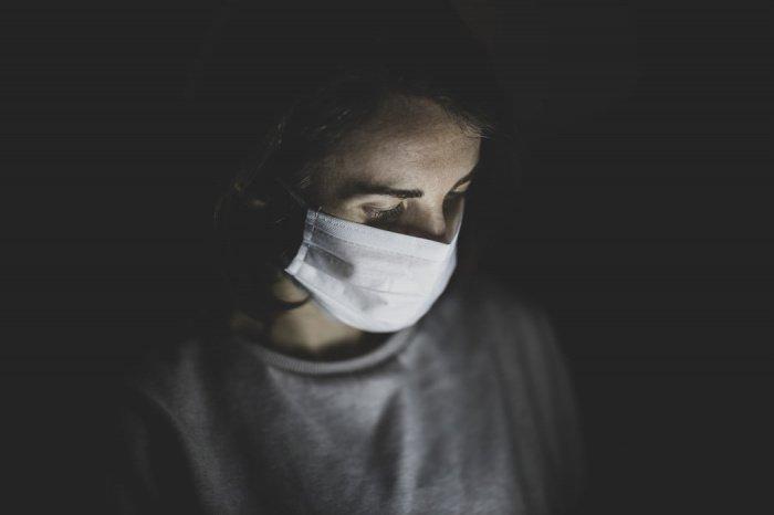 Пока, говорит инфекционист, обнаруживаемые почти каждую неделю мутации к всплеску новых случаев COVID-19 не ведут (Фото: unsplash.com)