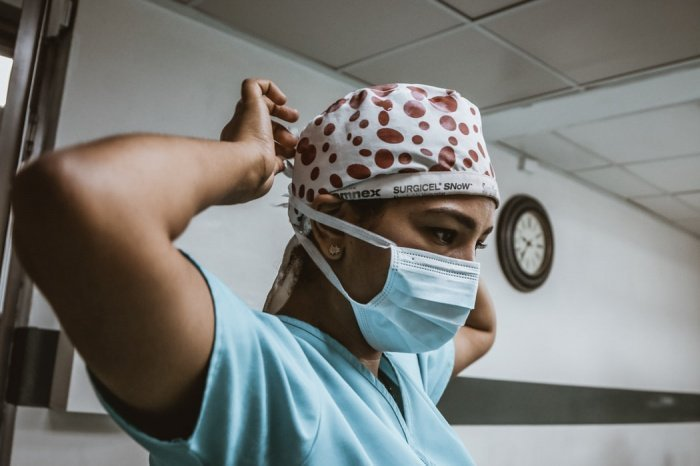 Для сокращения уровня заболеваемости коронавирусом важно более активно проводить вакцинацию (Фото: unsplash.com)
