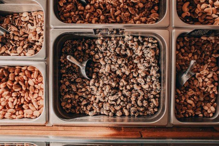Замена всего красного мяса, молочных продуктов или яиц орехами уменьшает риск гибели от всех причин на 12-47% в зависимости от заменяемого типа белка (Фото: unsplash.com)