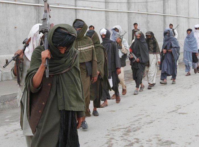 Талибов обвинили в убийстве сотен мирных афганцев.