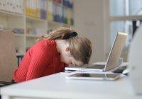 Учёные рассказали, почему важно вздремнуть на работе