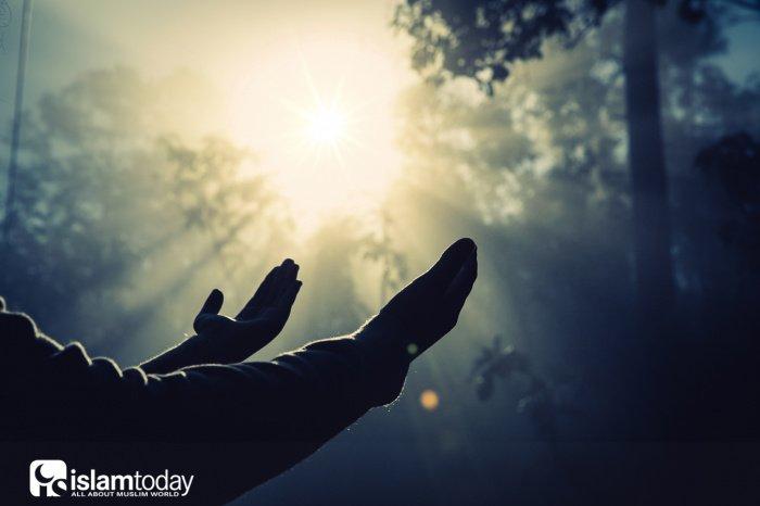 Щедрый человек близок к Аллаху, близок к Раю и людям и далёк от огня Ада (Источник фото:https: freepik.com).
