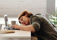 Стали известны неочевидные причины дневной сонливости