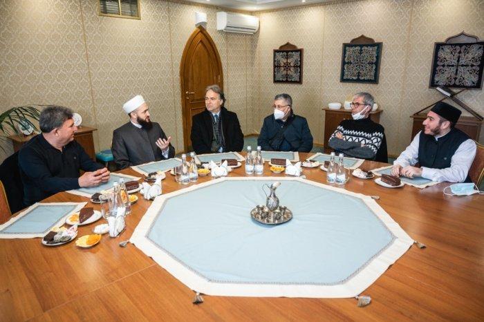 Камиль Самигуллин с высокопоставленными гостями из Турции.