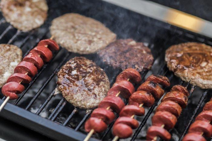 50 граммов колбасных изделий ежедневно повышает риск развития рака толстой кишки на 18% (Фото: pexels.com).