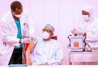 Президент Нигерии привился от коронавируса