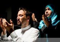 Почему в суре «Аль-Ахзаб» Аллах отделил мужчин и женщин?