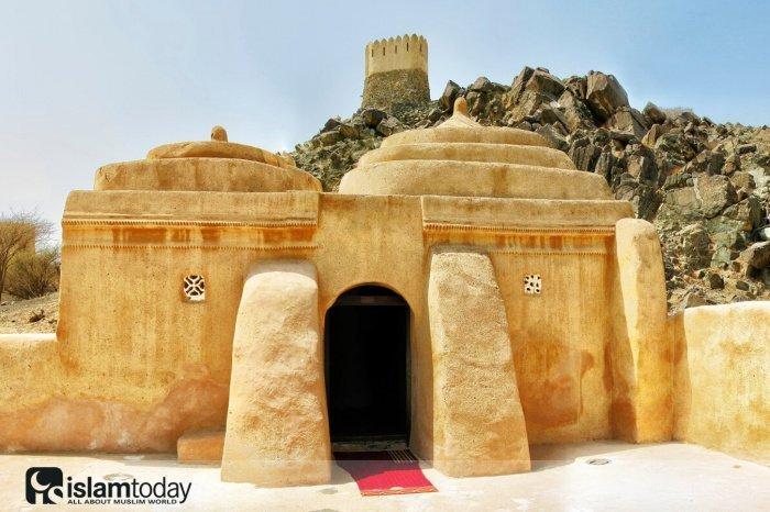 Аль-Бидия: старейшая мечеть ОАЭ хранит традиции 600 лет (Источник фото: yandex.ru)/