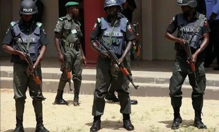 Полиция в Нигерии предотвратила похищение сотен школьников.