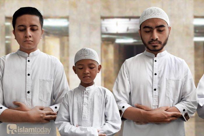 Мусульманину запрещено насмехаться над представителями других религий (Источник фото: shutterstock.com).