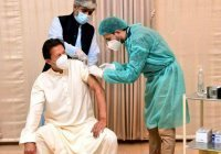 Премьер-министр Пакистана заразился коронавирусом после прививки