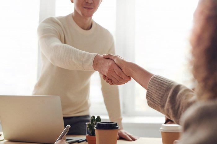 Сложности с трудоустройством связаны с предрассудками работодателей (Фото: pexels.com).