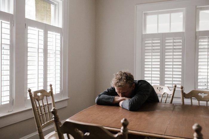 Левая миндаля дольше активна у тех, кто чаще испытывает негативные эмоции (Фото: pexels.com).