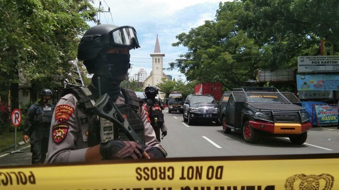 Полиция Индонезии расследует атаку террористов на церковь. (Фото: yandex.ru).