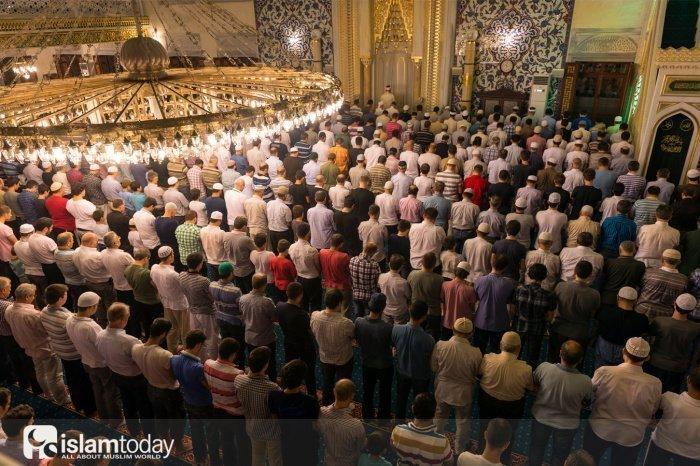 Достоинства совершения таравих-намаза (Источник фото: shutterstock.com).