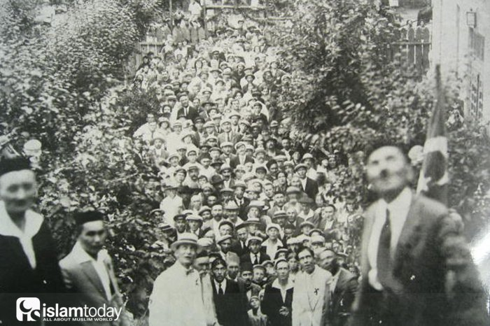 Торжественное установление полумесяца на минарет мечети. 27 июля 1924 года. Из личного архива Аяза Аги.