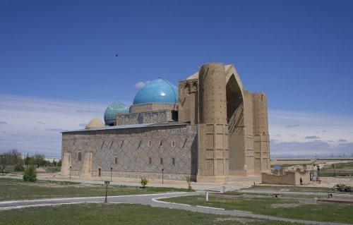 Мавзолей Ходжи Ахмеда Ясави. Туркестан (Источник фото: wikipedia.org).