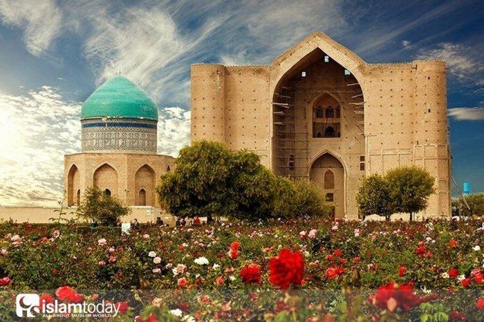 Главная святыня Туркестана (Источник фото: yandex.ru).